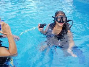 Nov 22: Hannah tried a scuba demonstration lesson.