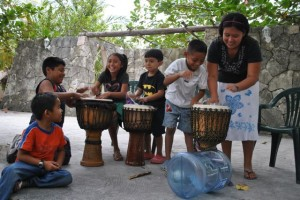 Feb 18: The biblioteca kids took over the drums as we wrapped up.